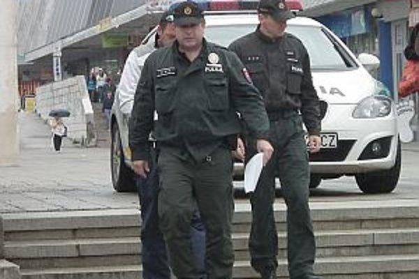 Radoslava policajti priviedli v putách.