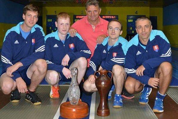 Víťazné družstvo prvého ročníka Starek cupu, ktorý sa konal pri slávnostnom otvorením zrekonštruovanej kolkárne.