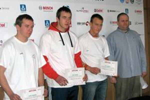 Patrik Chudovský (druhý zľava) postúpil do celoslovenského finále.