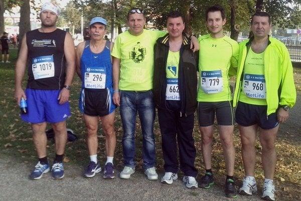 Zľava Jozef Jagelka, Vladimír Pánik, Viktor Fonfer, Ján Balún a debutanti Peter Kulkovský a Peter Balún.