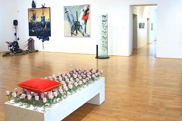 Za polstoročie pripravila galéria 577 výstav slovenského azahraničného výtvarného umenia.