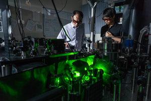 Vedci Tongcang Li a Jonghoon Ahn vytvorili najrýchlejší rotor na svete.