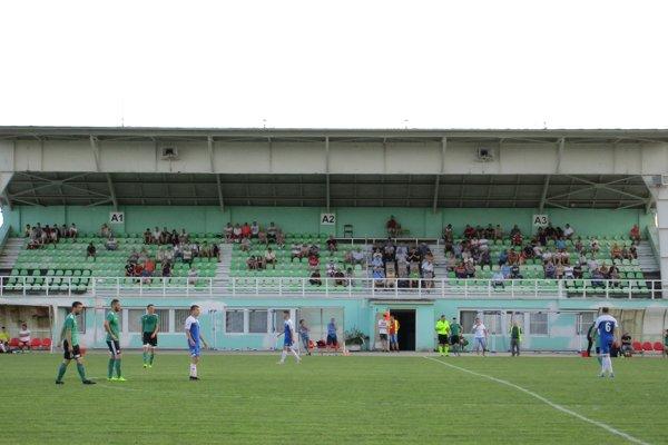 Tribúna rimavskosobotského štadióna.