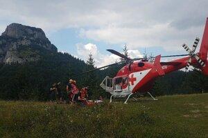 Zranená žena sa nachádzala v ťažko dostupnom teréne. Ilustračné foto.