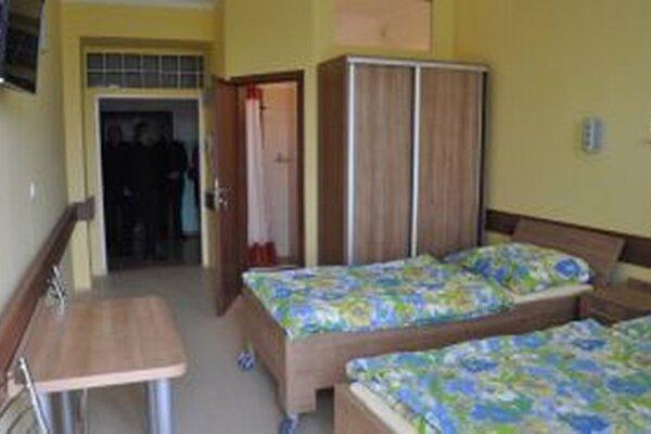 V moderných izbách sa pacienti cítia dobre.