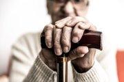 Seniori sú najrizikovejšou skupinou.