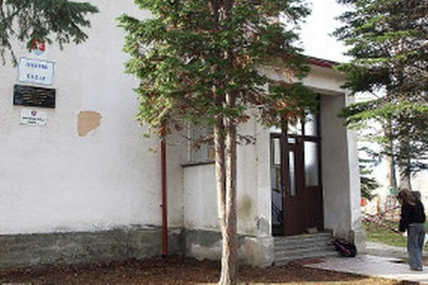 Budova je malá, treba ju pristaviť aj opraviť.