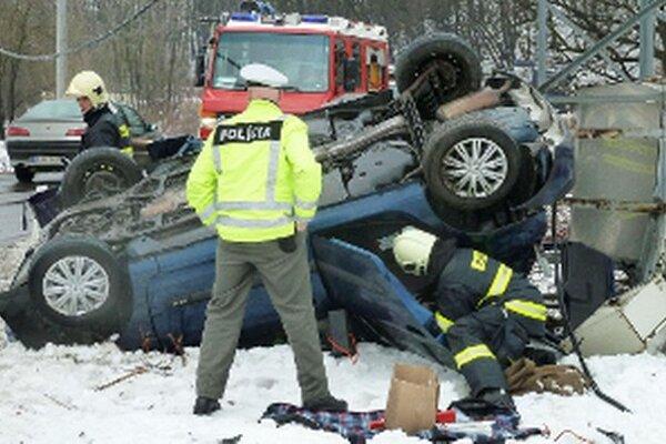 Dopravné nehody nútia políciu prijať opatrenia.