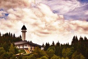 Kostol Panny Márie, Matky cirkvi na hore Živčáková.