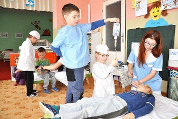 Malí zdravotníci sa o pacientov vzorne postarali.