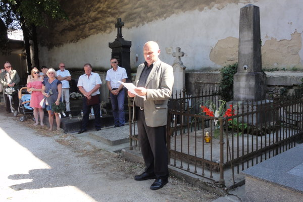 Spomienkové stretnutie pri hrobe Jozefa Chrenóczy-Nagya. Príhovor má Alexander Fehér.