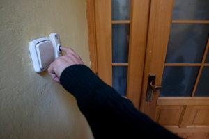 Zlodeji si do domov a bytov trúfajú najmä počas dovoleniek.