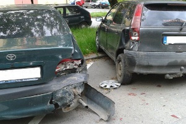 Poškodená Toyota a Fiat. Vinník je neznámy.