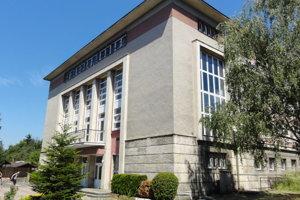 O budove budú v pondelok (30.7.) rokovať zvolenskí poslanci.