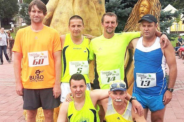 Horný rad zľava Pavol Hajdúk, Viktor Fonfer, Štefan Verníček, Jozef Jagelka, dolný rad zľava Ján Balún a bronzový Vladimír Pánik.
