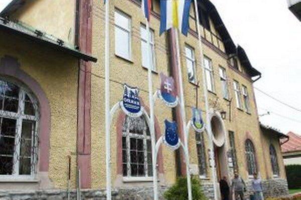 Aj po novembrových voľbách zasadne do mestského zastupiteľstva trinásť poslancov.