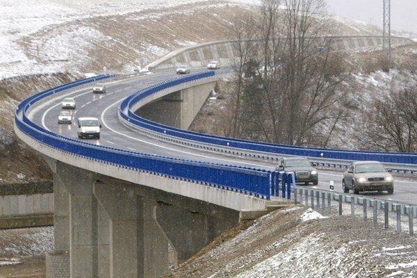 Jeden z mostov na rýchlostnej ceste okolo Oravského Podzámku.