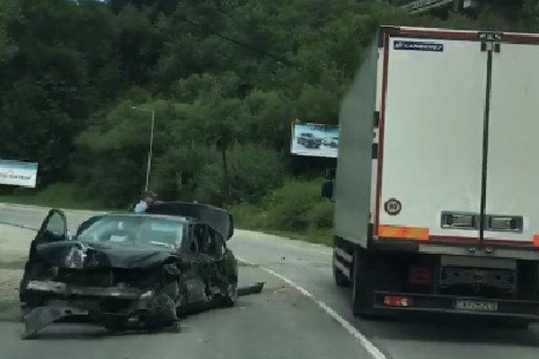 Auto značky BMW skončilo zdemolované.