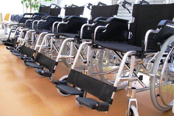 Onkológia v Žiline získala nové vozíky.