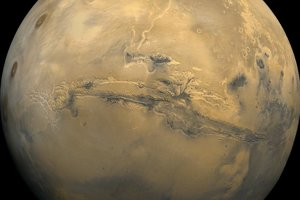 Systém kaňonov Valles Marineris sa skrz planétu tiahne viac ako štyritisíc kilometrov.
