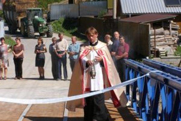 Most vysvätil kňaz Peter Lovas v druhý septembrový pondelok.