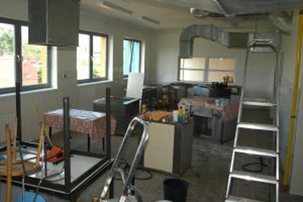 Novú kuchyňu majú školáci vďaka peniazom z obecnej kasy.