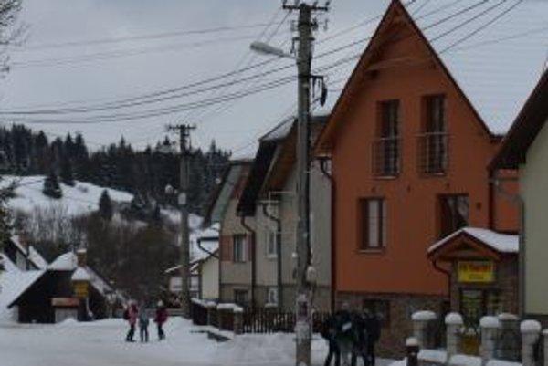 Ulica Andreja Bažíka - jedna zo šiestich, na ktorej obec zmodernizuje verejné osvetlenie.