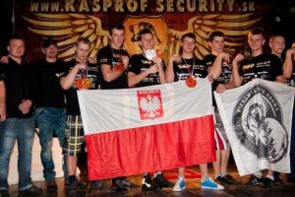 Poliaci a Slováci na odmeňovaní medailistov.