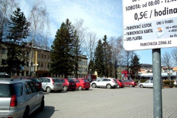 Námestie Antona Bernoláka magistrát spoplatnil vo februári.