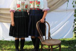 Monika, Kristína, Folklórna skupina Šulekovo z Hlohovca