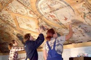 Päť ľudí, desať hodín denne - obnovenie renesančných malieb dá zabrať.