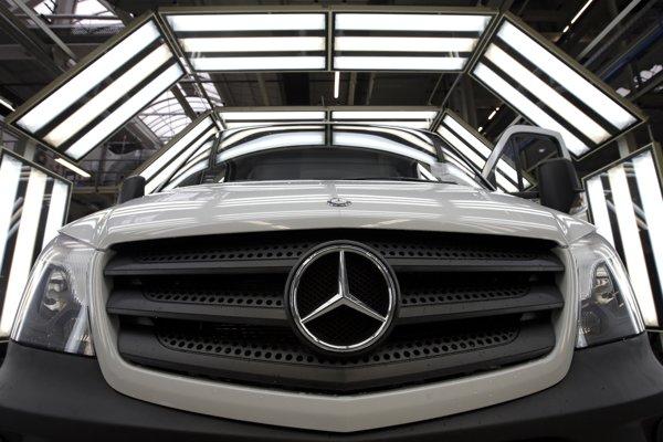 Daimler v roku 2016 informoval, že v Iráne plánuje v spolupráci s miestnym partnerom vyrábať nákladné automobily.
