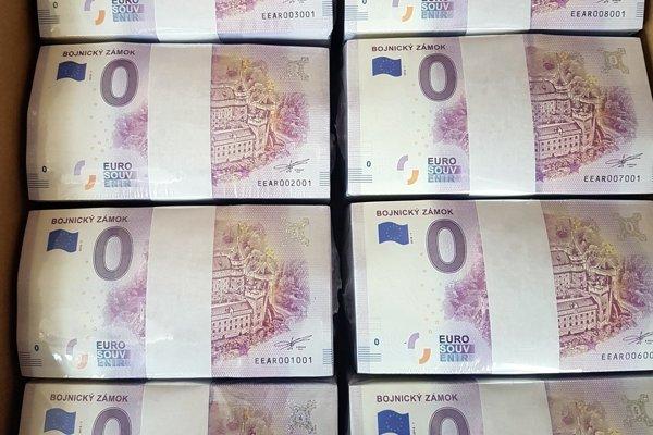Nové bankovky čakajú na svojich majiteľov.