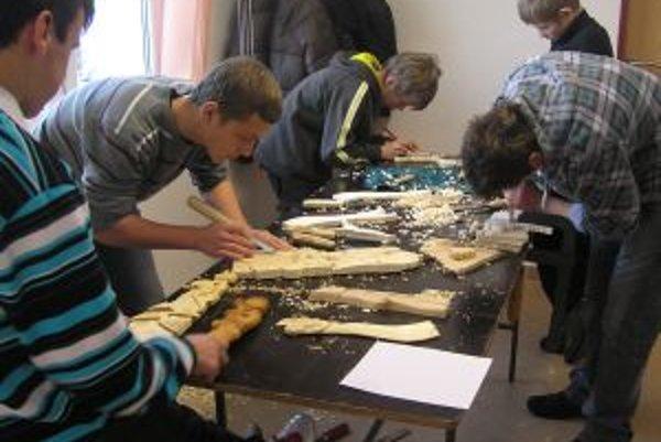 Rezbárska tvorivá dielňa vo Vasiľove.