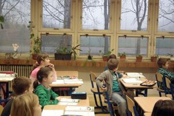 Žiaci. Čaká ich niekoľko dní voľna, učitelia štrajkujú.