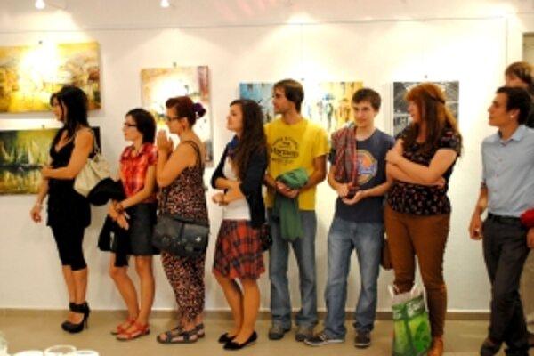Výstava mladých umelcov prilákala mladých ľudí