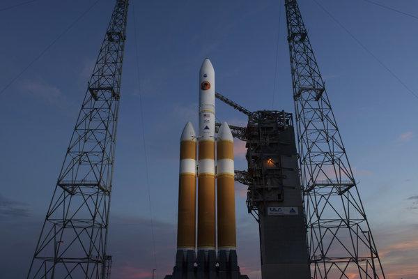 Pôvodne mala raketa Delta IV Heavy z floridského mysu Canaveral odštartovať v 03:33 miestneho času (09:33 SELČ).