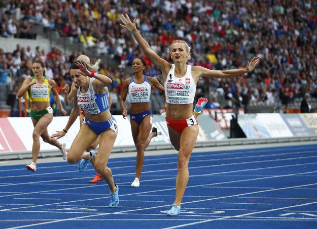 Justyna Swiety-Erseticová (vpravo) víťazí.