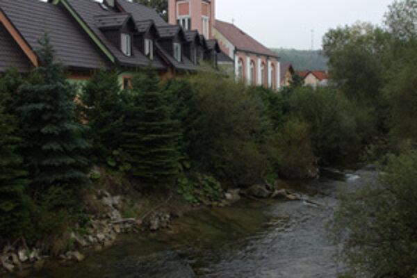 Upraviť treba celý potok, obec chce začať v strede dediny.