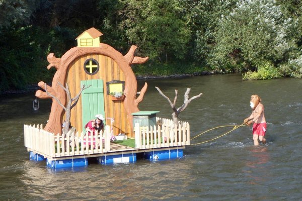 Po Hrone sa plavila aj Máša a medveď.