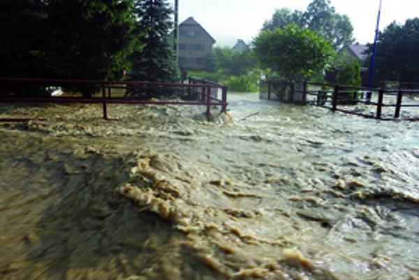 Vodný živel vyčíňal v júli 2011 aj v Oravskej Porube.