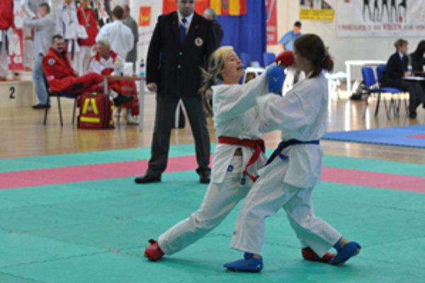 Zuzana Kormošová (vľavo) rozdáva údery jedna radosť.