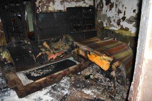 Obhorená izba a zariadenie.