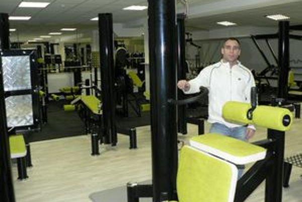 Peter Kokoška sa môže pochváliť fitnes centrom, aké zatiaľ nikto nemá.