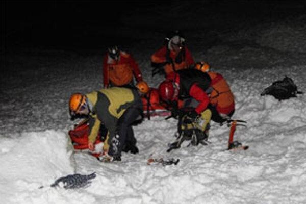 Túto noc mali maďarskí horolezci viac šťastia, ako mladý Dolnokubínčan pred štyrmi dňami.