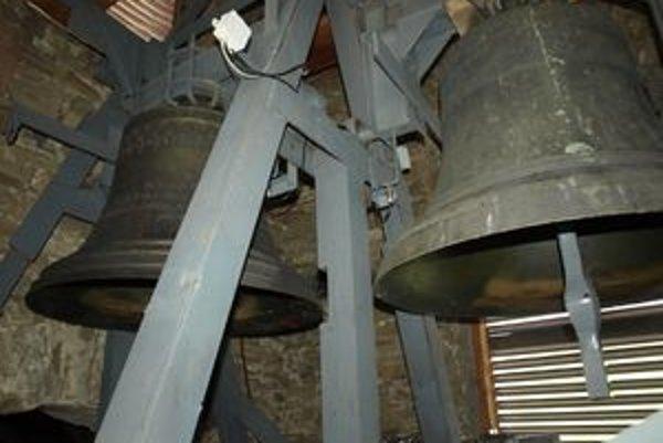 Po kompletnej rekonštrukcii už našťastie nehrozí, že kostolné zvony spadnú.
