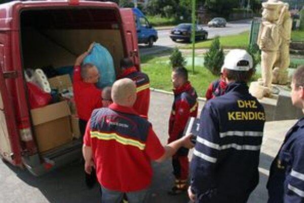 Záchranári z Orava rescue system sa spolu s ďalšími Oravčanmi poskladali na základné potreby pre ľudí v zatopených oblastiach na východe Slovenska.
