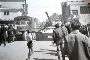 Vojská piatich socialistických krajín v auguste pred 48 rokmi vstúpili na územie vtedajšieho Československa v snahe potlačiť úsilie reformných komunistov na čele s Alexandrom Dubčekom o socializmus s ľudskou tvárou.