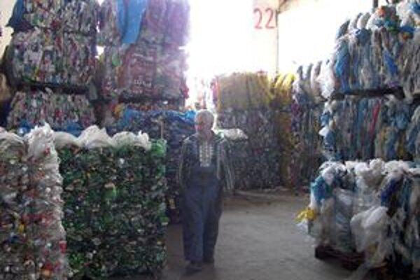 Separovaný odpad zobcí vnámestovskom okrese sa dotrieďuje na zbernom dvore vBreze.