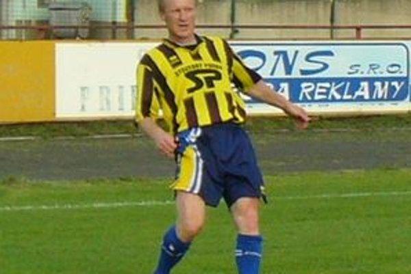 Príchod Daniela Kosmeľa potešil nejedného priaznivca Námestova. Napriek pribúdajúcim rokom nestratil nič zo svojej rýchlosti a techniky. Navyše, stále sa dokáže gólovo presadiť.